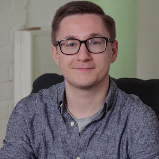 Der Mediengestalter Florian Braun im Synchronisationsstudio in Köln